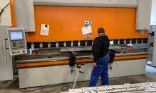 Megérkezett új CNC Élhajlító gépünk 4 méter hosszig. Gyorsabb, precízebb, erősebb.
